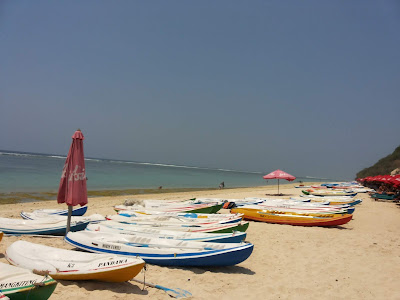 Kano sewaan di Pantai Pandawa
