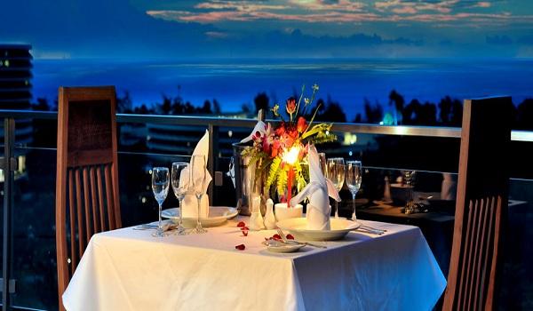 Thưởng thức bữa tối lãng mạn tại nhà hàng Seaview