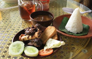 Wisata Kuliner di Motzen Bar Bandung Yang Romantis