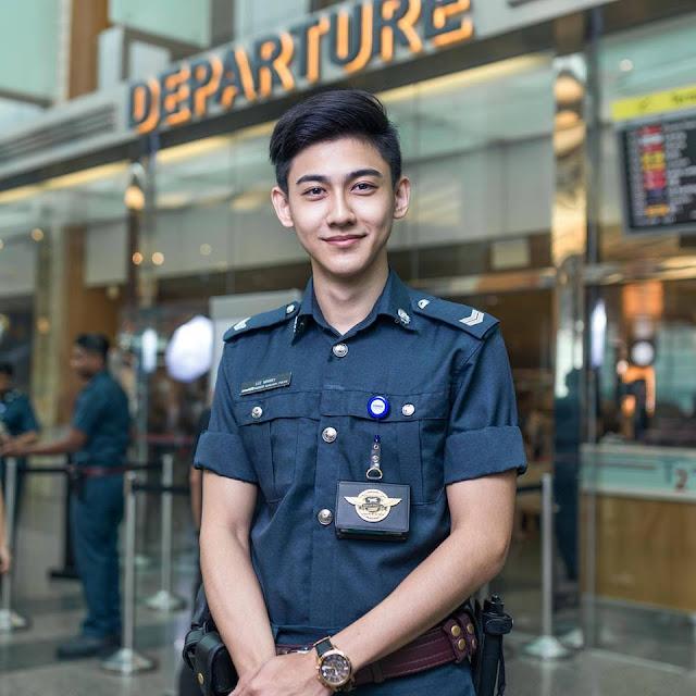 Petugas Bandara Singapur Ini Dijamin Bisa Bikin Kalian Klepek-Klepek Ladies
