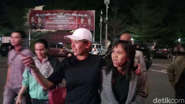 Sudah 8 Jam, Nikita Mirzani Masih di Polres Jaksel Usai Dijemput Paksa