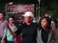 Pakai Topi Putih, Nikita Mirzani Digiring Polisi ke Polres Jaksel