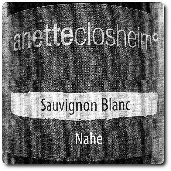 Winzerin Anette Closheim aus Langenlonsheim siegt mit einem Wein bei der regionalen Vorentscheidung der Sauvignon blanc Trophy 2014 an der Nahe