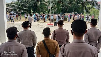 Puluhan Warga Kinali Demo Tuntut Pj. Walinagari agar Dicopot
