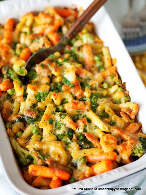 zapiekanka z makaronu, obiad z piekarnika, zapiekany makaron z warzywami i kurczakiem, szybki obiad, proste zapiekane danie z makaronu, world pasta day, dzien makaronu