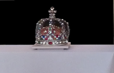Foto de uma coroa. A história de um príncipe brasileiro