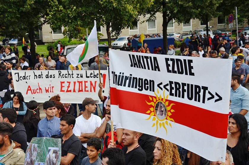 Демонстрація єзидів у Ганновері проти терористичного угруповання Ісламська держава (16.08.2014)
