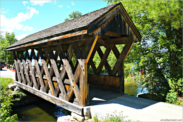 Puente Cubierto Peatonal Chance Pond Brook Pedestrian Bridge en Franklin, New Hampshire