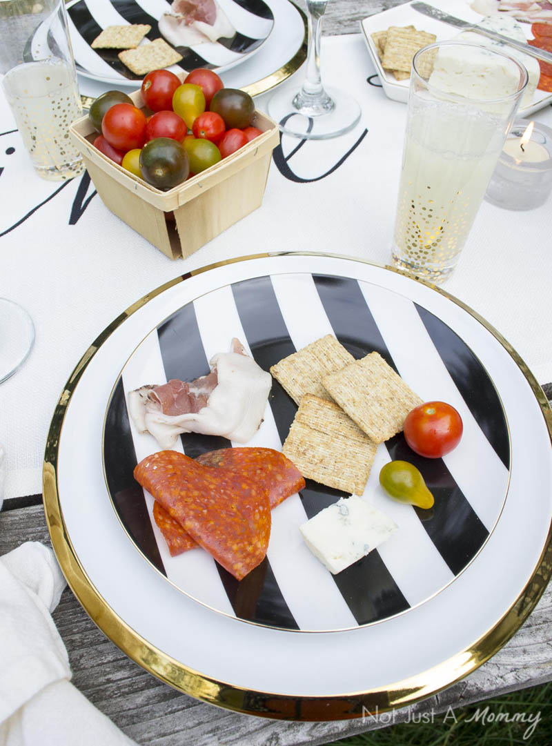 How To Throw  A End Of Summer Party In Less Than Two Hours; place setting