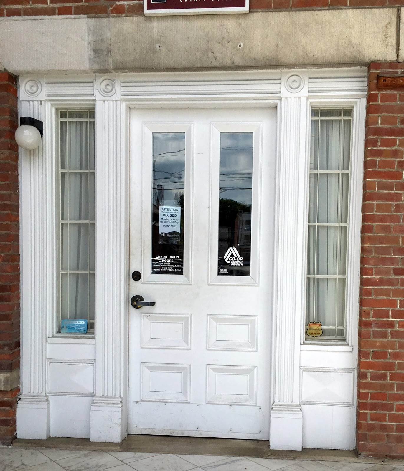 the secondary doors are those in the middle with no columns only casings