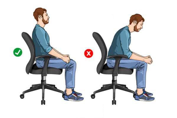 Không để gù lưng khi ngồi cả ngày tại bàn làm việc