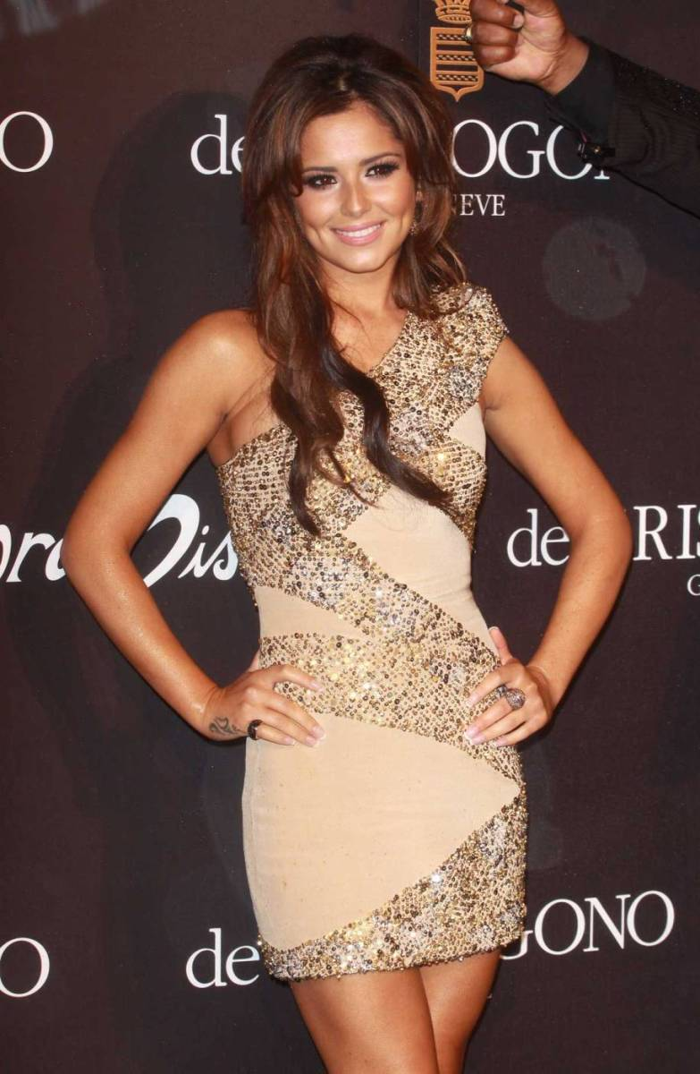 Cheryl-Cole-Hotness-In-A-Stunning-Dress-01+(1).jpg