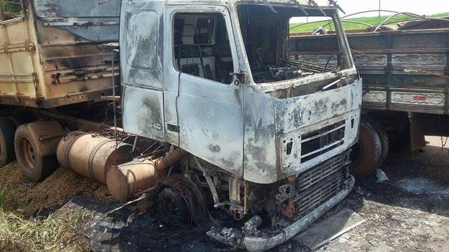 Caminhão pega fogo próximo a Iretama