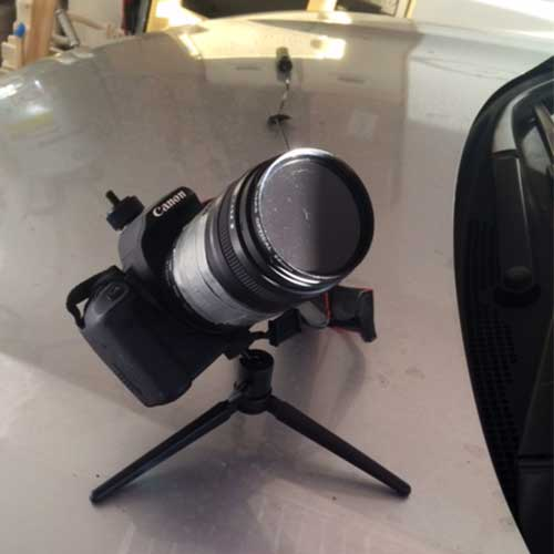 Little tripod with DSLR on automobile hood (Source: Palmia Observatory)