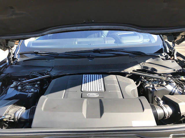 Engine in 2019 Land Rover Discovery HSE Luxury