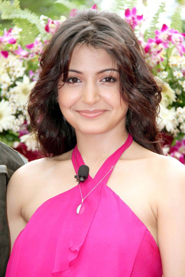 Anushka Sharma Saree: Anushka Sharma Hot Stills