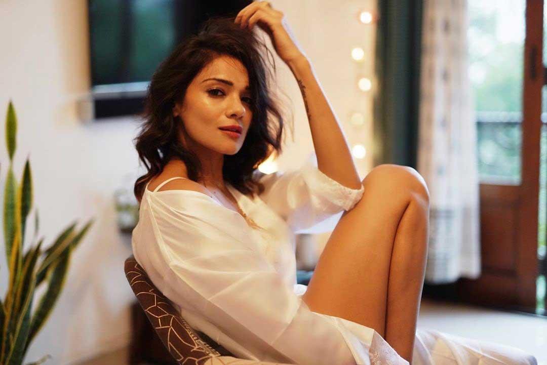 Megha Gupta Hot Thighs