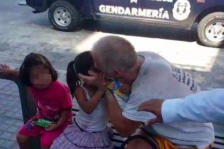 Trasladan al Cereso de Acapulco a canadiense que besaba a niñas en Acapulco.
