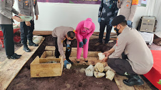Kapolres Enrekang Letak Batu Pertama Pembangunan Asrama Polsek Curio