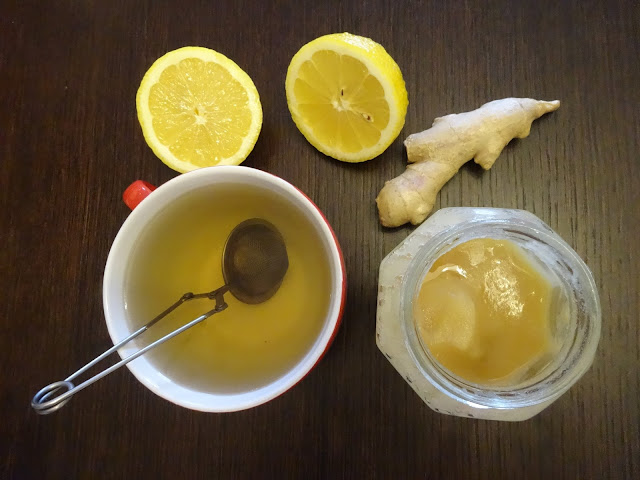 Herbata z imbirem, cytryną i miodem
