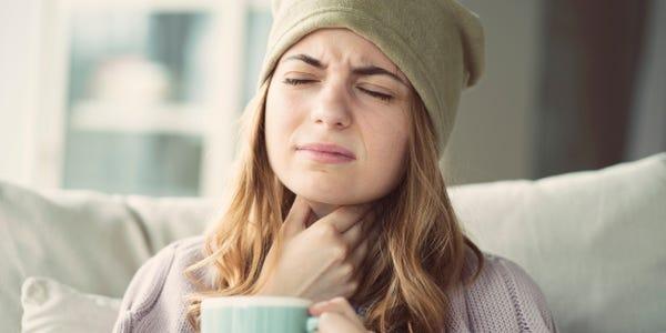 Comment peut-on se débarrasser du mal de gorge à la maison ?