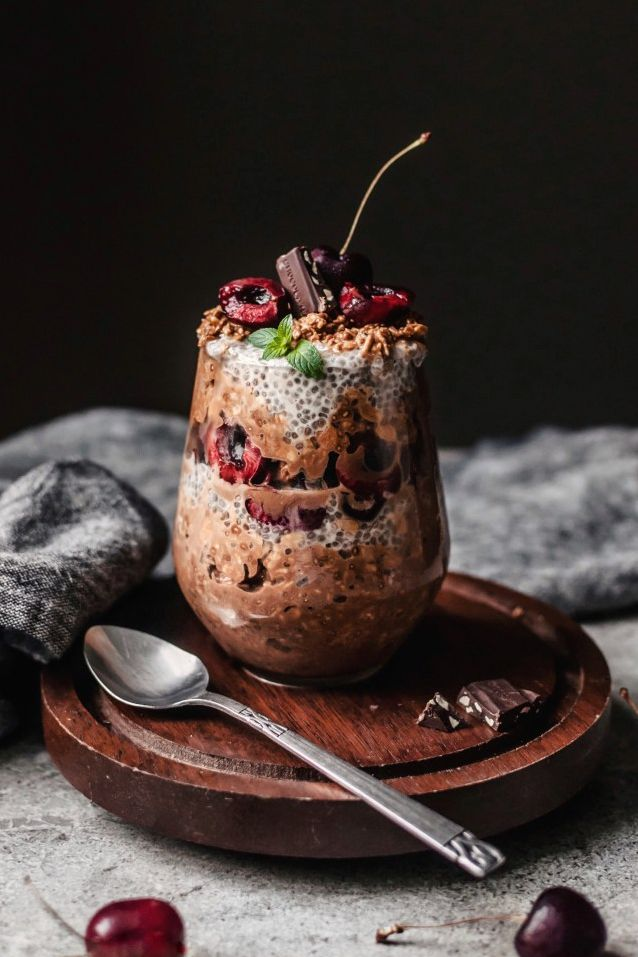 Chocolate Peanut Oats and Chia Parfait. Need more recipes? Find 21 Easy and Healthy Vegan Oat RecipesTo Make Best Weight Loss Breakfast Ever! vegan breakfast oatmeal   easy oatmeal recipes   oatmeal recipes overnight   oatmeal weightloss   oatmeal recipes healthy easy #oats #oat #veganmeal #vegan