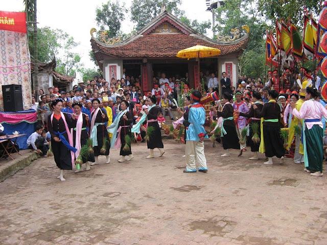 Coming to Phu Tho participate in Tro Tram unique festival 2