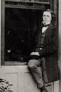 Foto de Lewis Carroll en una ventana