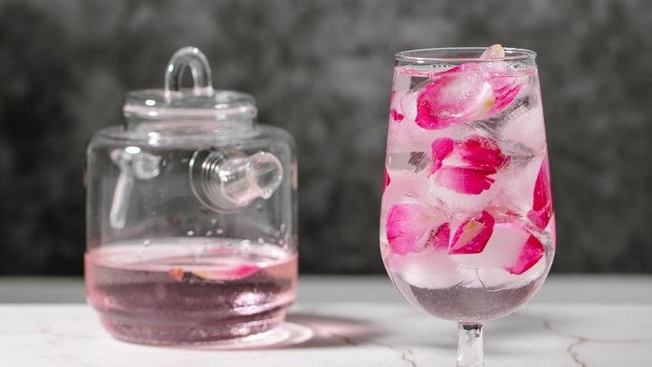 4 Manfaar Air Bunga Mawar untuk Kecantikan Tubuh