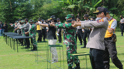 Sinergitas TNI POLRI Polres Temanggung Gelar Latihan Menembak