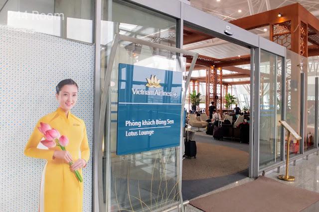 ロータスラウンジ Lotus lounge entrance