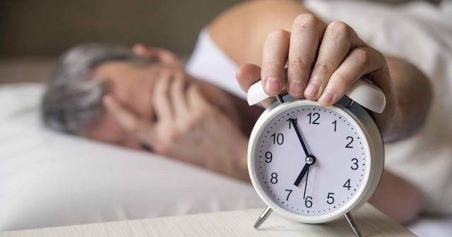 नींद से जुड़ी ये 5 गलतियां ला रही बुढ़ापा, जवां दिखने के लिए करें ये सुधार