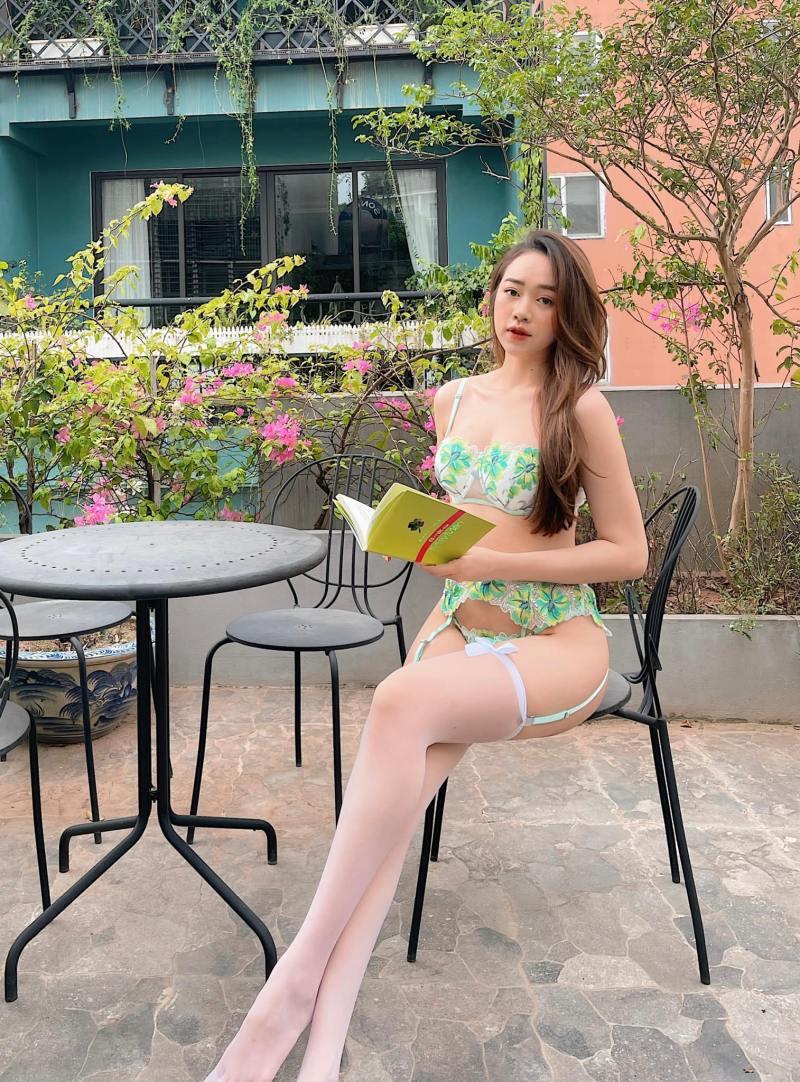 Hằng Habi - Người mẫu Quảng Ninh mặc trang phục ủng hộ Euro 'gây sốt'
