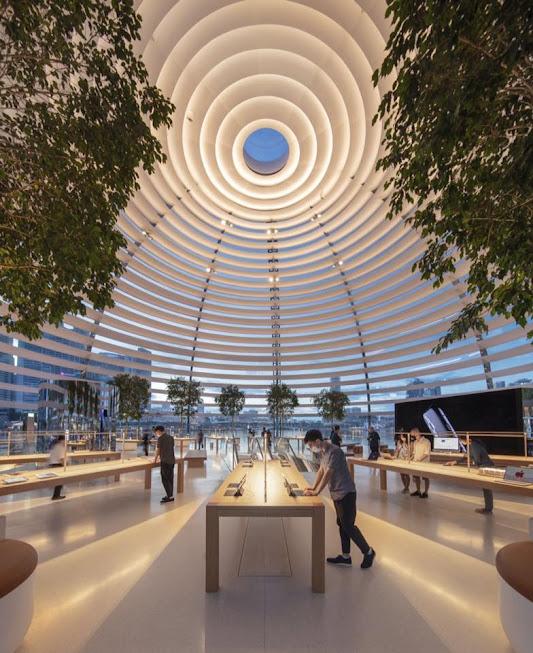 Nội thất của cửa hàng Apple Marina Bay Sands