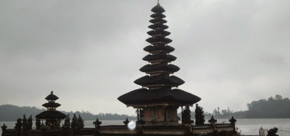 Pura Ulundanu Beratan Bedugul Bali - Danau Bratan - Desa Candi Kuning - Bedugul - Bali, Liburan, Perjalanan, Objek Wisata