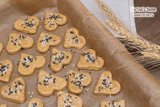 Печенье Сердечки с сахаром и кунжутом: пошаговый рецепт