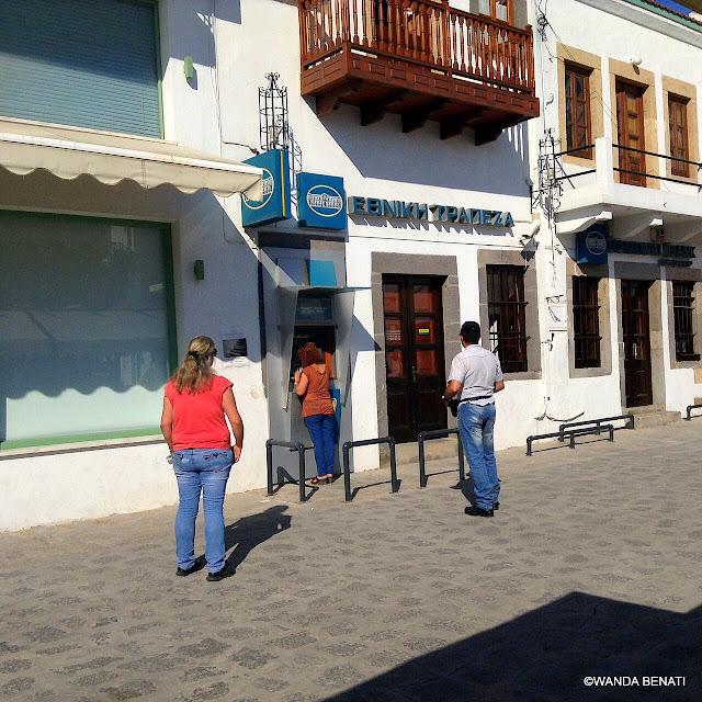 Grecia, coda al bancomat