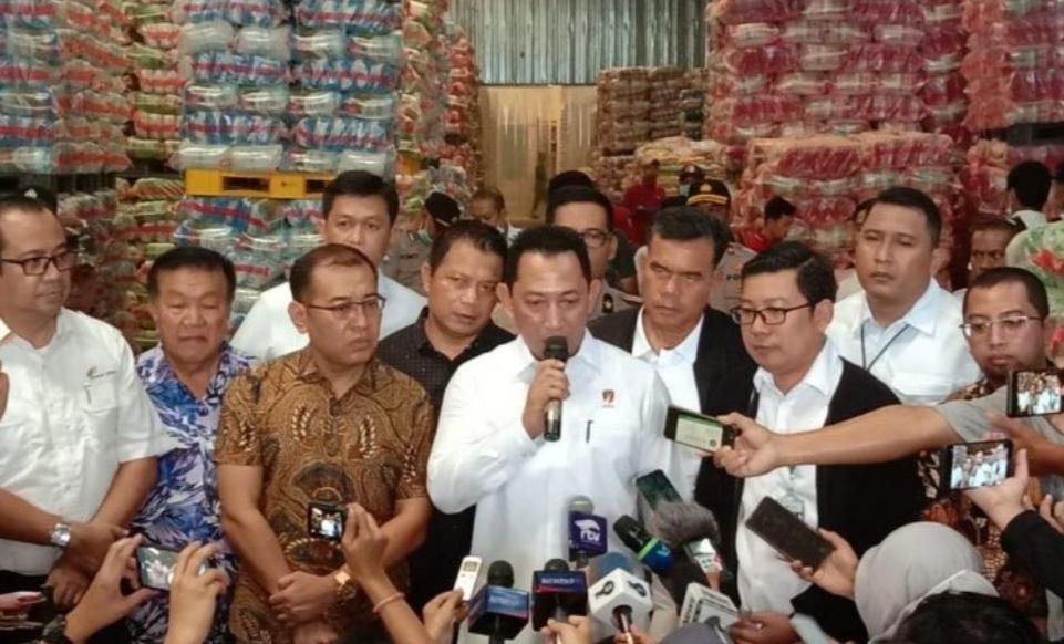 Cek Bahan Pokok, Kabareskrim Polri Tinjau Pasar Induk Cipinang Jakarta
