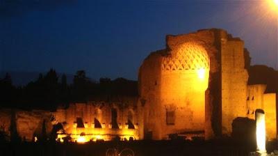 scorcio notturno del tempio di Venere e Roma
