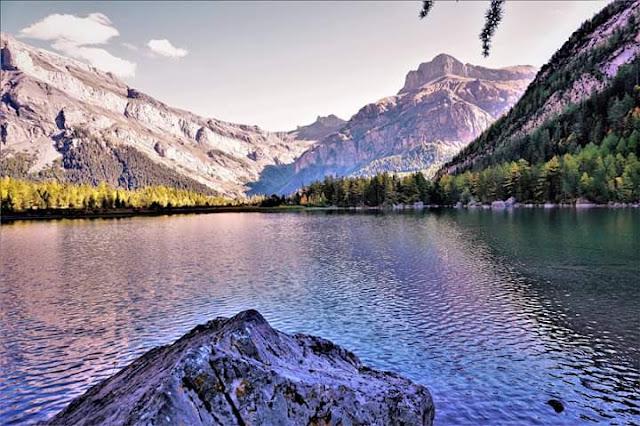 Gambar Pemandangan Alam Indah di Swiss Danau Derborence Cantik