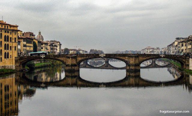 Ponte sobre o Rio Arno, Florença, Itália