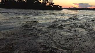 Após embarcação virar, adolescente desaparece no Rio Mamoré