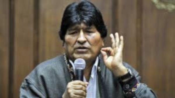 Gobierno de facto emite orden de aprehensión contra Evo Morales