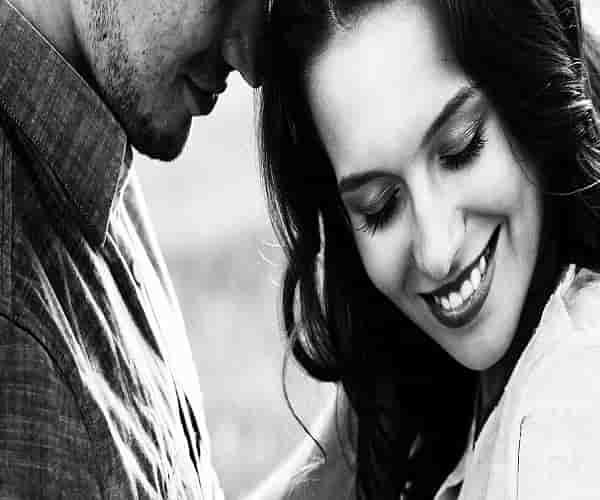 8 علامات تثبت أن رجلك يحبك حقا حتى وإن لم يقلها