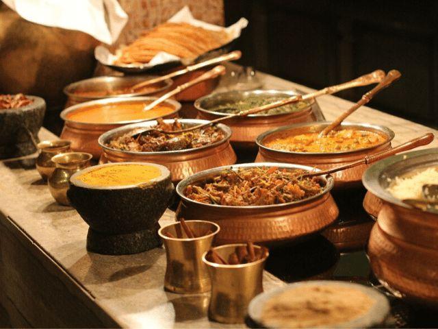 receber pessoas oferecer buffet de refeição