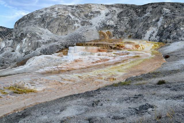 Маммос Хот Спрінгс. Єллоустонський національний парк. Вайомінг. США (Mammoth Hot Springs. Yellowstone National Park, Wyoming)