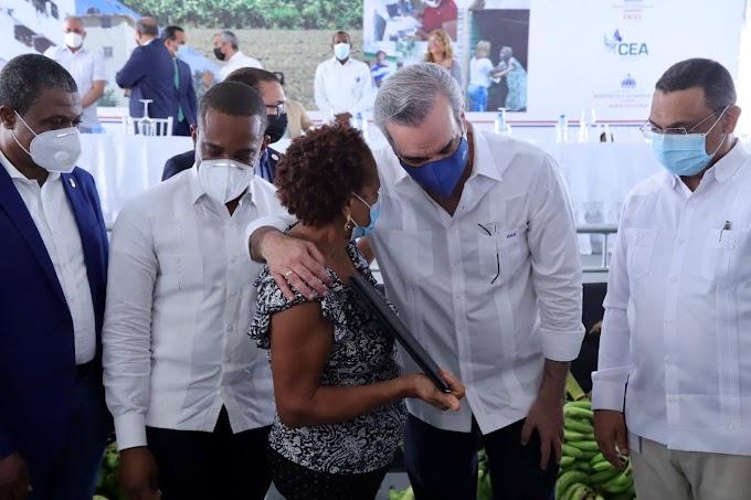 Más de 3,900 personas beneficiadas_ Presidente Abinader entrega 985 certificados de títulos de propiedad en Nigua