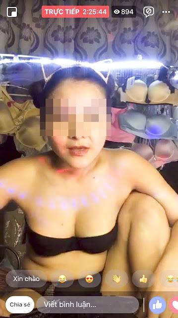 Clip cô gái đang bán hàng livestream bất ngờ bị tuột váy làm lộ hết hàng