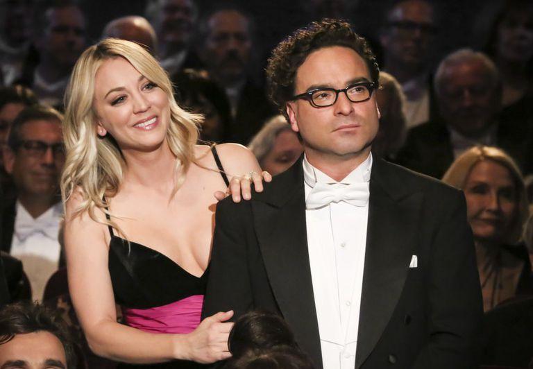 #TheBigBangTheory': #KaleyCuoco señala a director por escenas íntimas con su exnovio #JohnnyGalecki