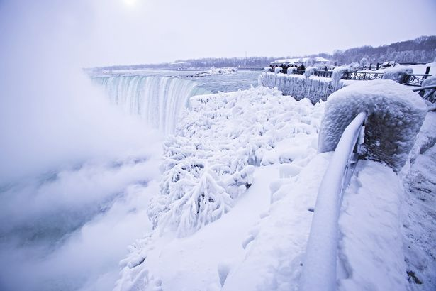 Niagara Falls freezes after wind chill factor drops temperature